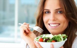 giati-oi-adesmeutes-gunaikes-trone-salates