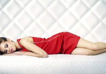 Κοιμηθήκατε βαμμένη: Τι να κάνετε την επόμενη μέρα