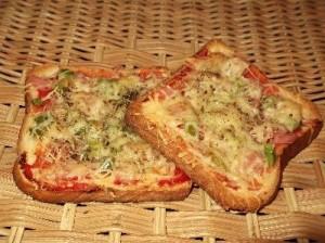 eukoli-pizza-me-psomi-tou-tost-graviera-elies-kai-manitaria