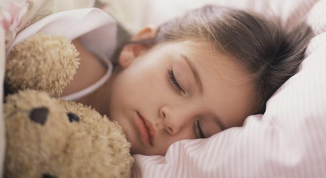Να φιλάς τα παιδιά σου τα βράδια – ακόμα κι αν κοιμούνται