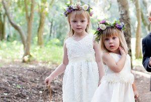2bee1b56693 Τα παρανυφάκια πρέπει να είναι χαρούμενα και ήρεμα τη μέρα του γάμου. Αν  δεν δώσετε σημασία στο πως θα τα ντύσετε, το αποτέλεσμα μπορεί να είναι ...